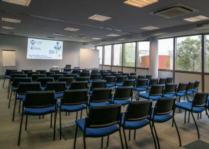 Salle de commission 96 m² / Le CREF Colmar © Pascal Schwien panoramaweb.fr