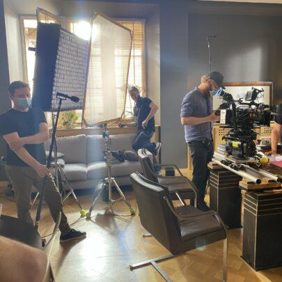 France Télévisions - Tournage du téléfilm En quête de vérité, 6-8 juillet 2020 / CCI Strasbourg, Salon Gutenberg converti en bureau de magistrat © LGa
