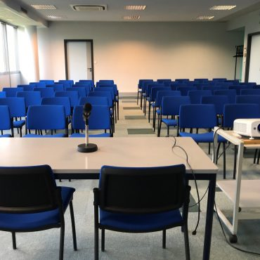 Salle de commission 96 m² / Le CREF Colmar © Christian SOLER