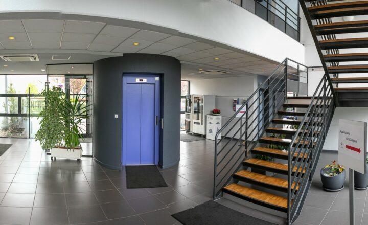 Hall d'entrée / Le CREF Colmar © Pascal SCHWIEN pour Panoramaweb